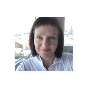 Caroline Alexander headshot